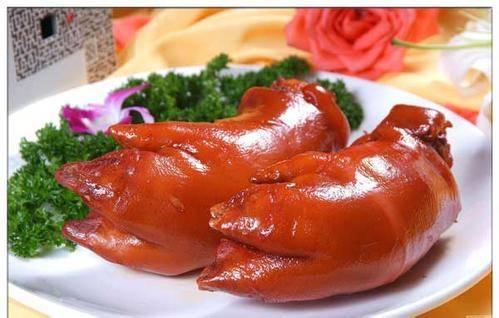 """北京烤猪蹄商标""""小蹄大作""""被驳回 商标局是否小题大做?"""
